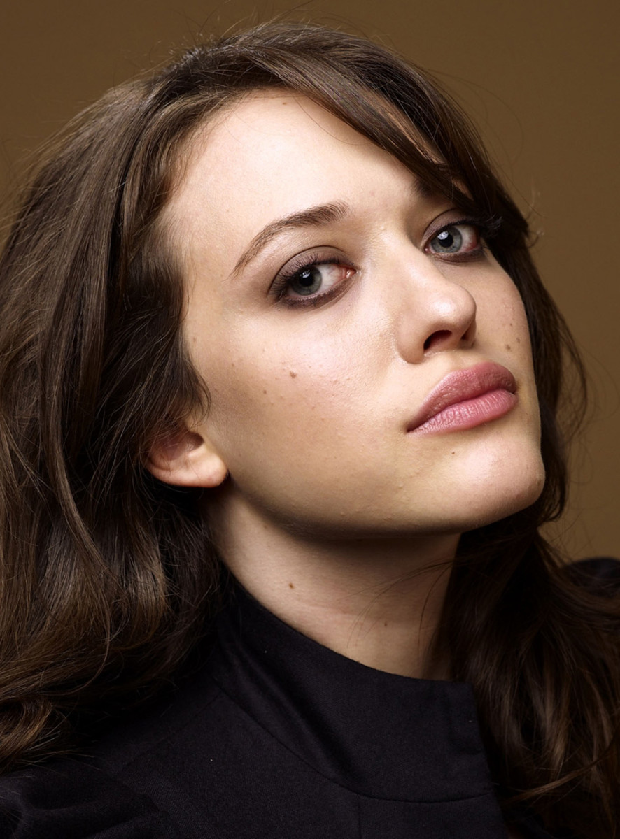 Kat Dennings smoky eyes_lip balm lips