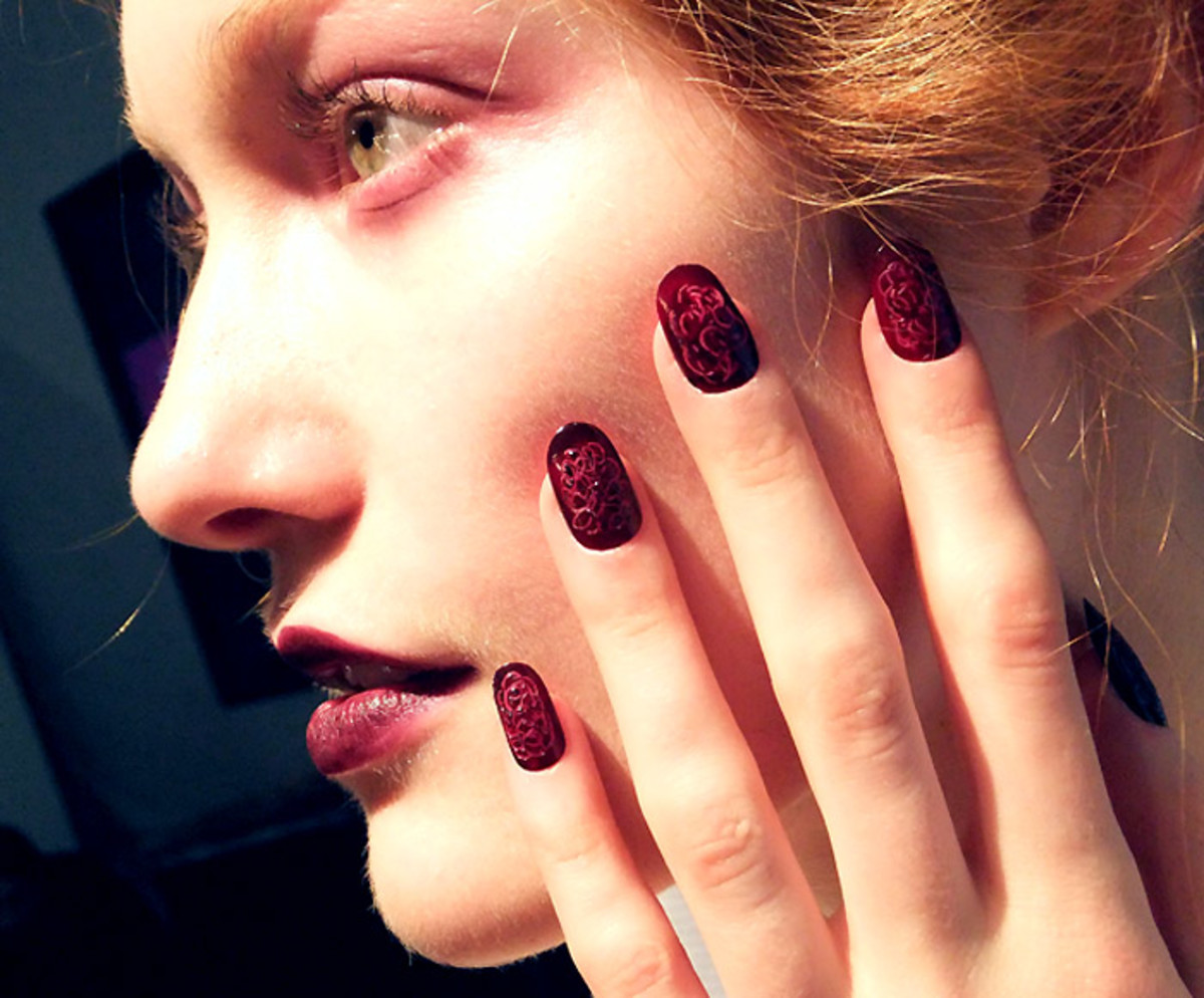 Dark berry lips_dark berry nails_Chloe comme Parris_FW2012