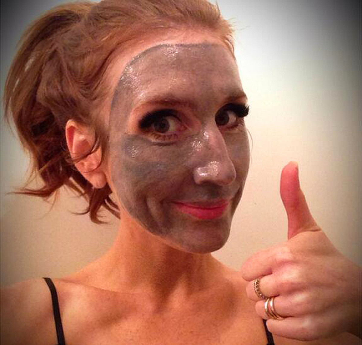 Jessi Cruikshank_Biore self-heating charcoal mask