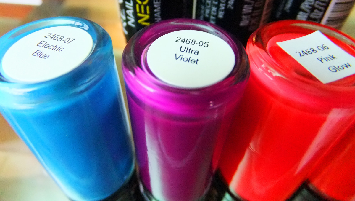 Revlon Nail Art Neon_Electric Blue_Ultra Violet_Pink Glow