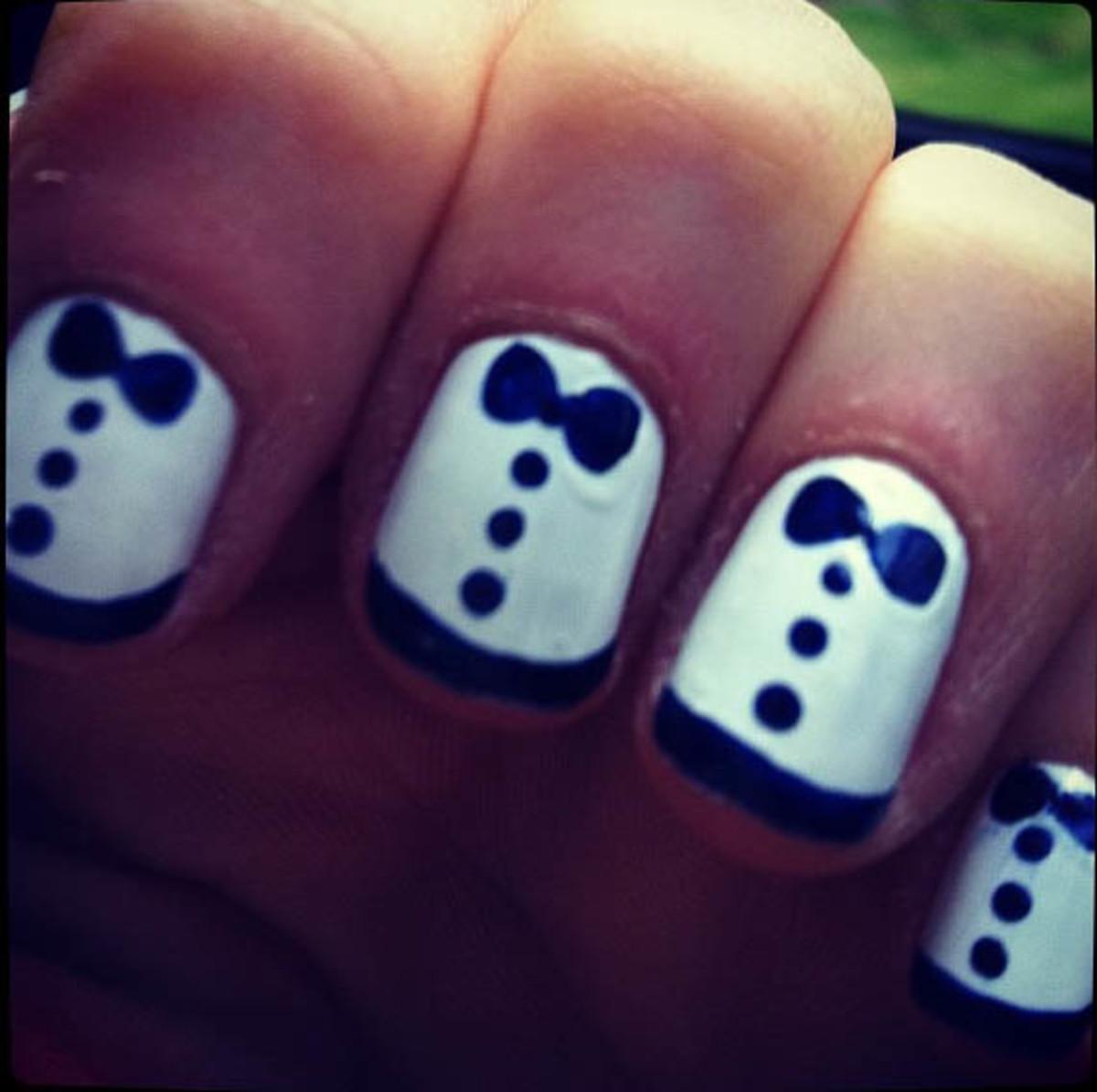 Zooey Deschanel tuxedo nails