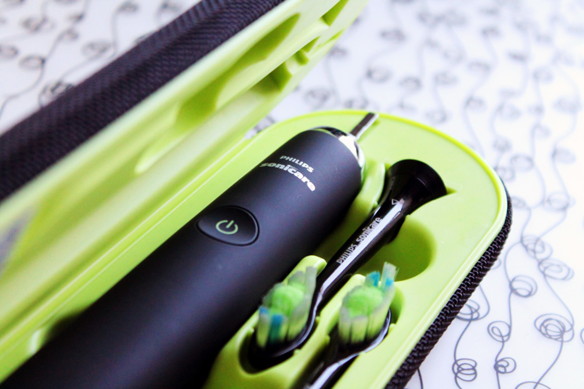 kissing and cavities_Phillips Sonicare DiamondClean Black_in travel case