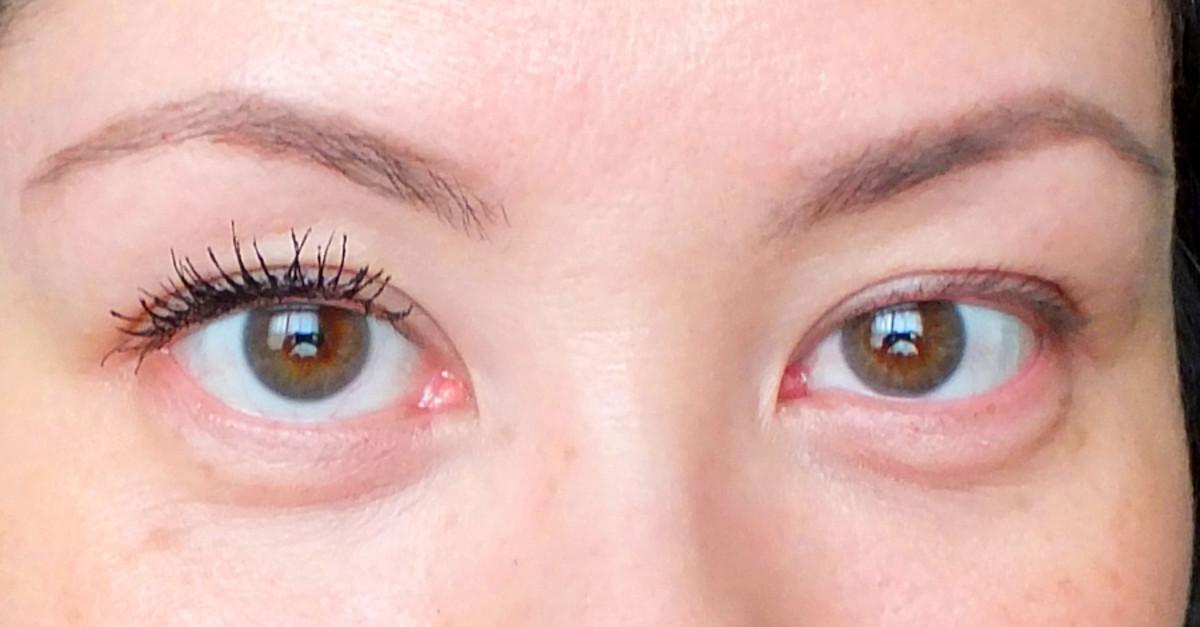 L'Oréal Paris Voluminous Butterfly Mascara (left... obvi *grin*)