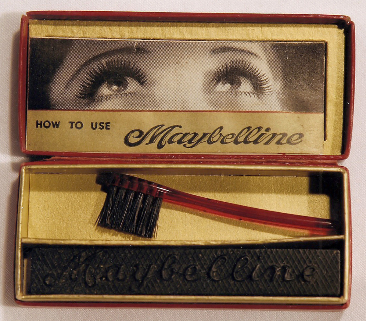Maybelline_vintage mascara cake and brush