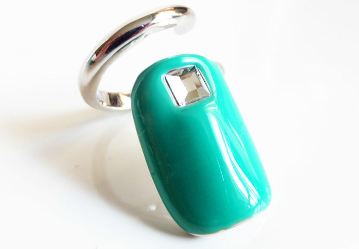 Sephora + Pantone Universe Emerald Tip Ring_March 2013