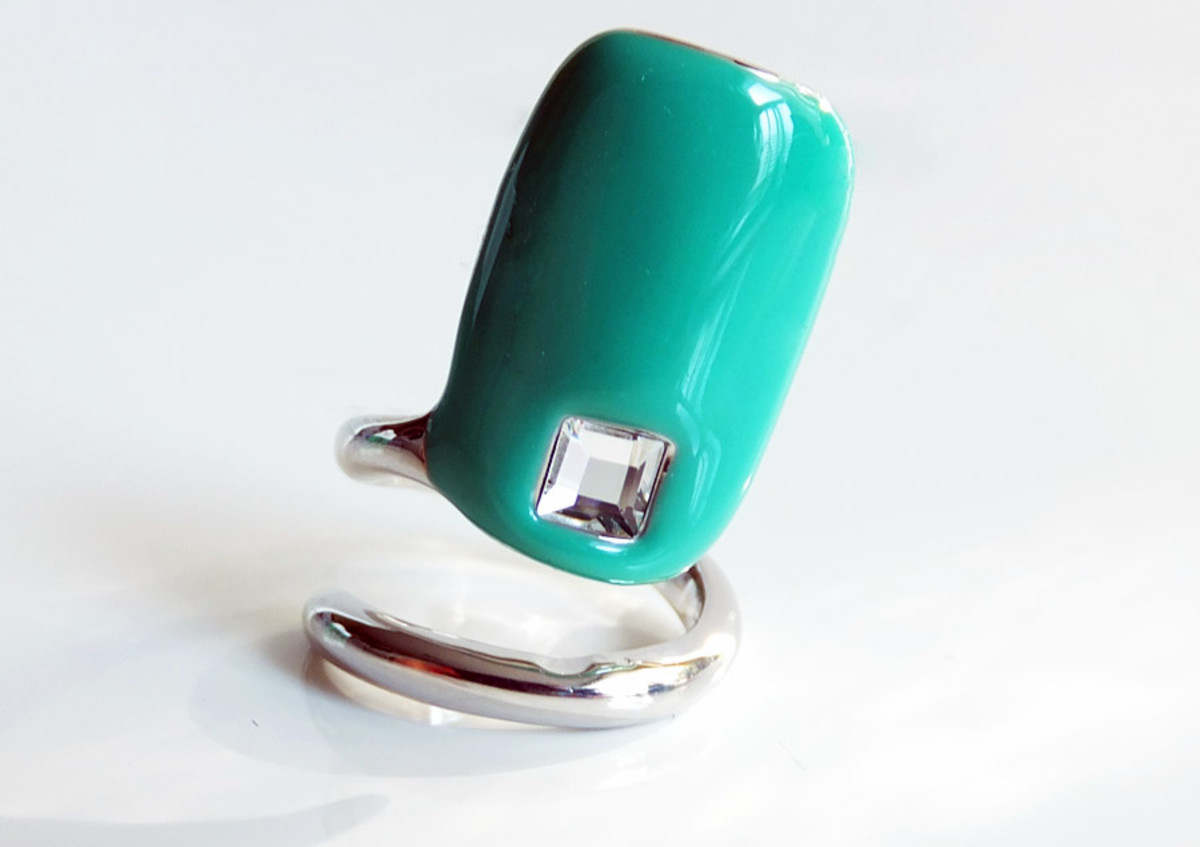 Sephora + Pantone Universe Emerald Tip Ring_March 2013_1