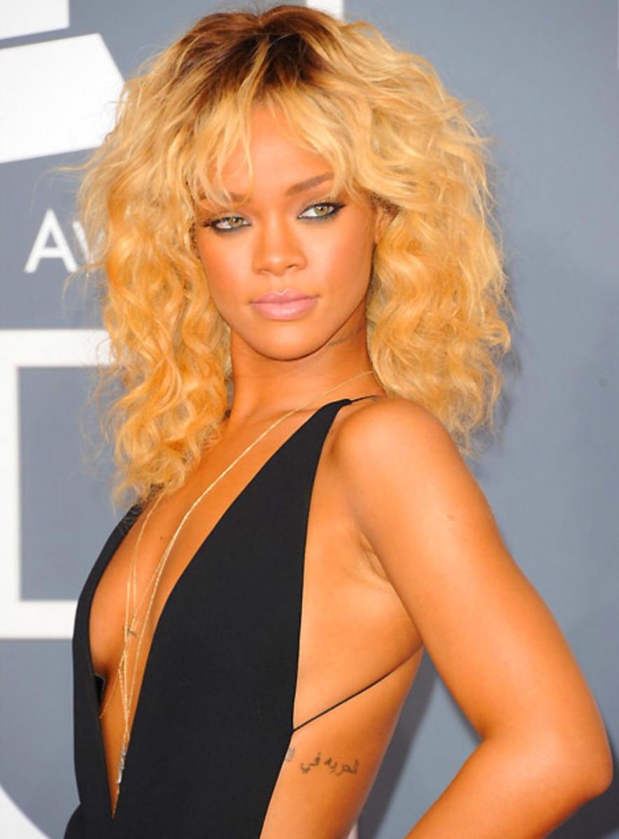 Rihanna_Grammys_Armani