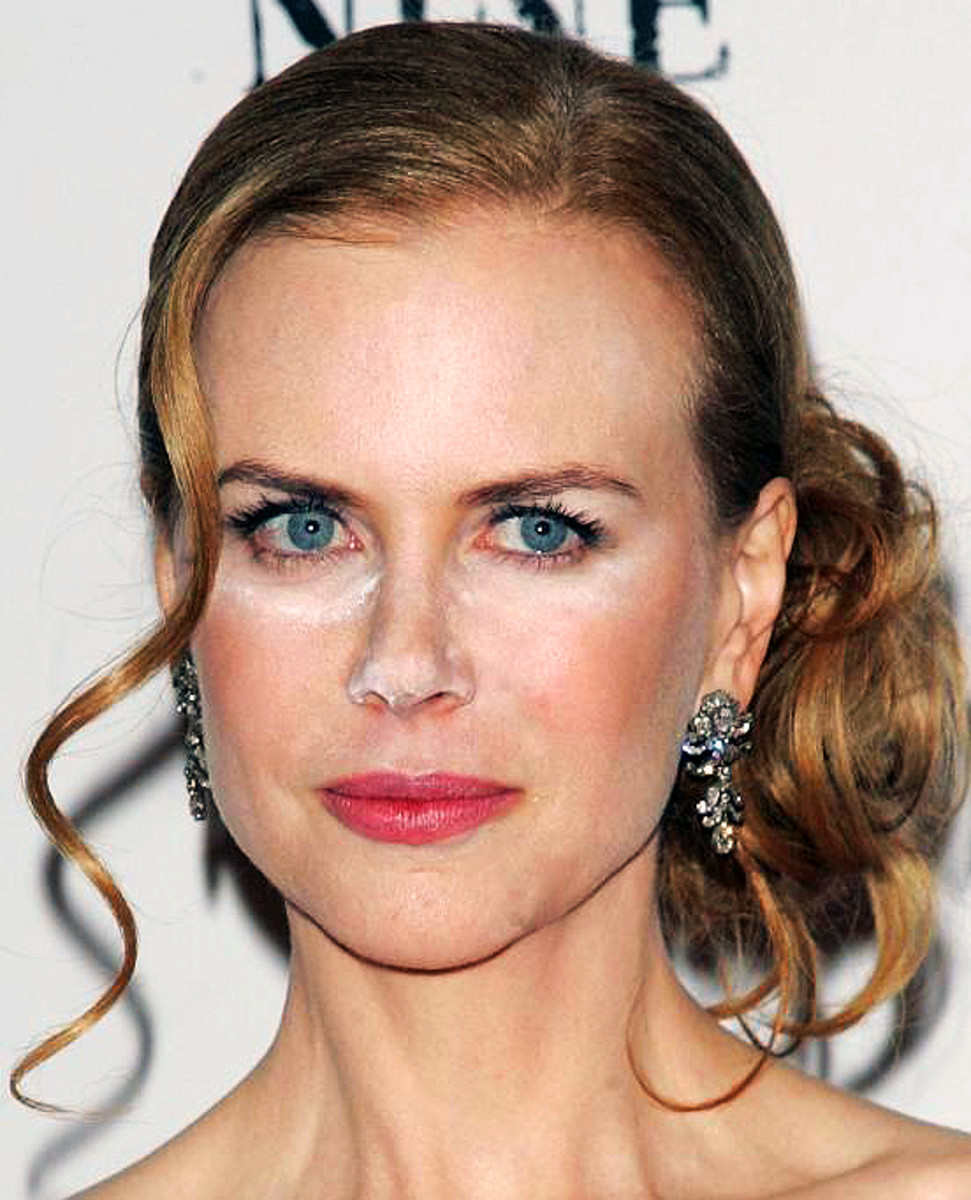 Nicole Kidman white powder