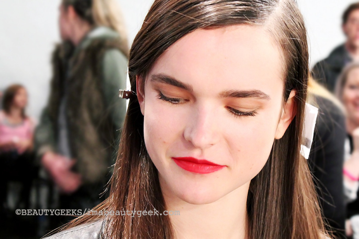 Maybelline Color Sensational Creamy Matte lipstick Siren in Scarlet_TargetCanada at World Mastercard Fashion Week Toronto_model Zoe