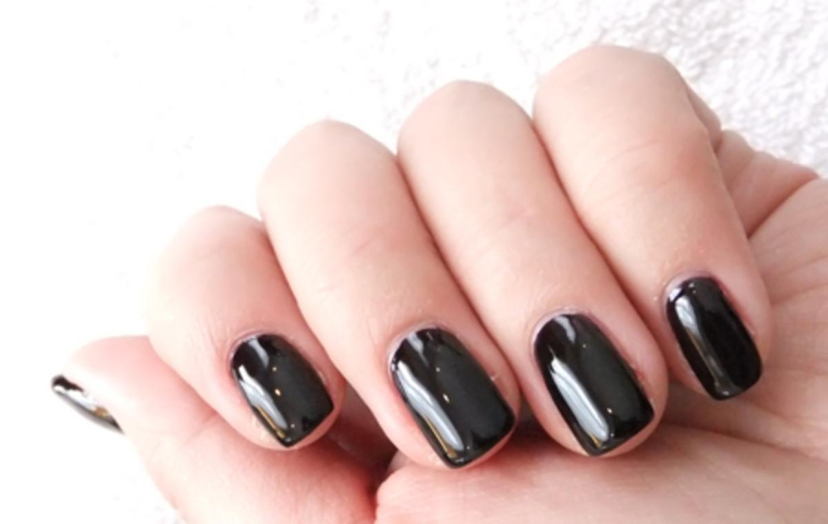 Essie nail polish in Devil's Advocate