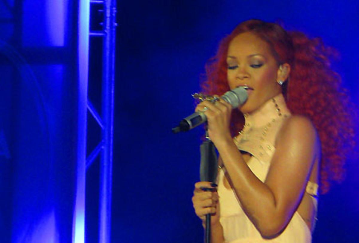 Rihanna_California King Bed_BEAUTYGEEKS_imabeautygeek.com