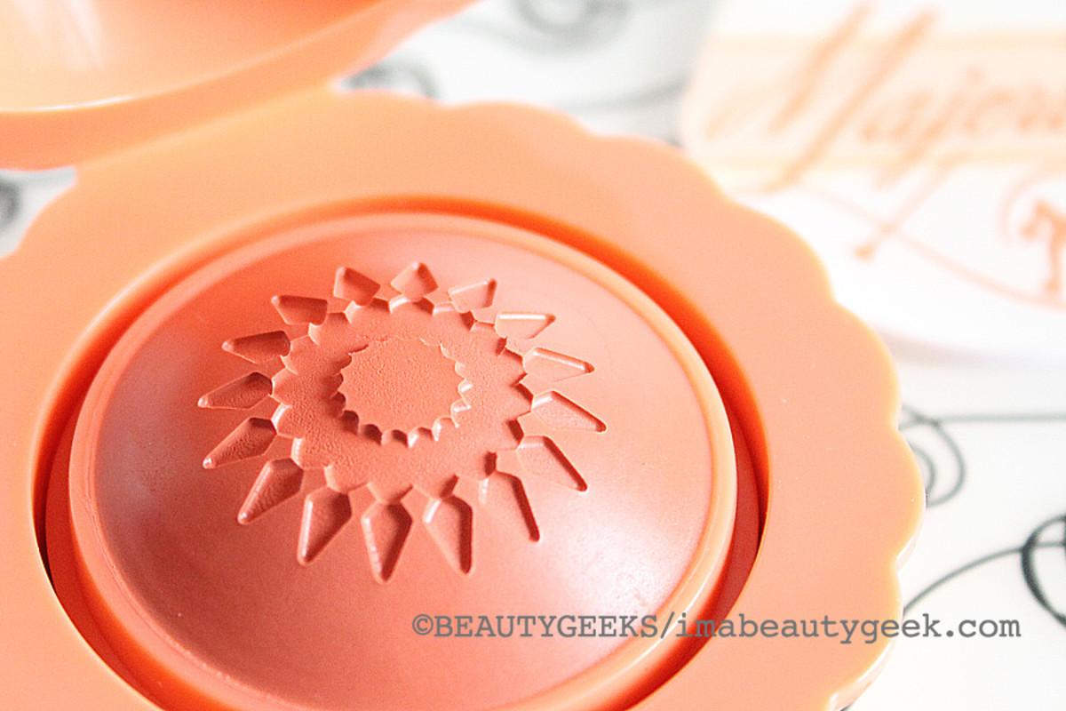 Benefit Majorette booster blush cream-to-powder cheek color