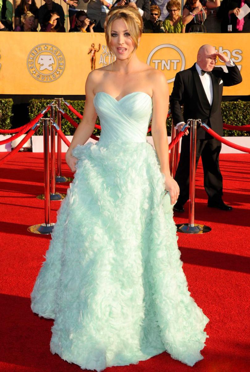 kaley-cuoco-2012-sag-awards-pretty dress_wrong hair