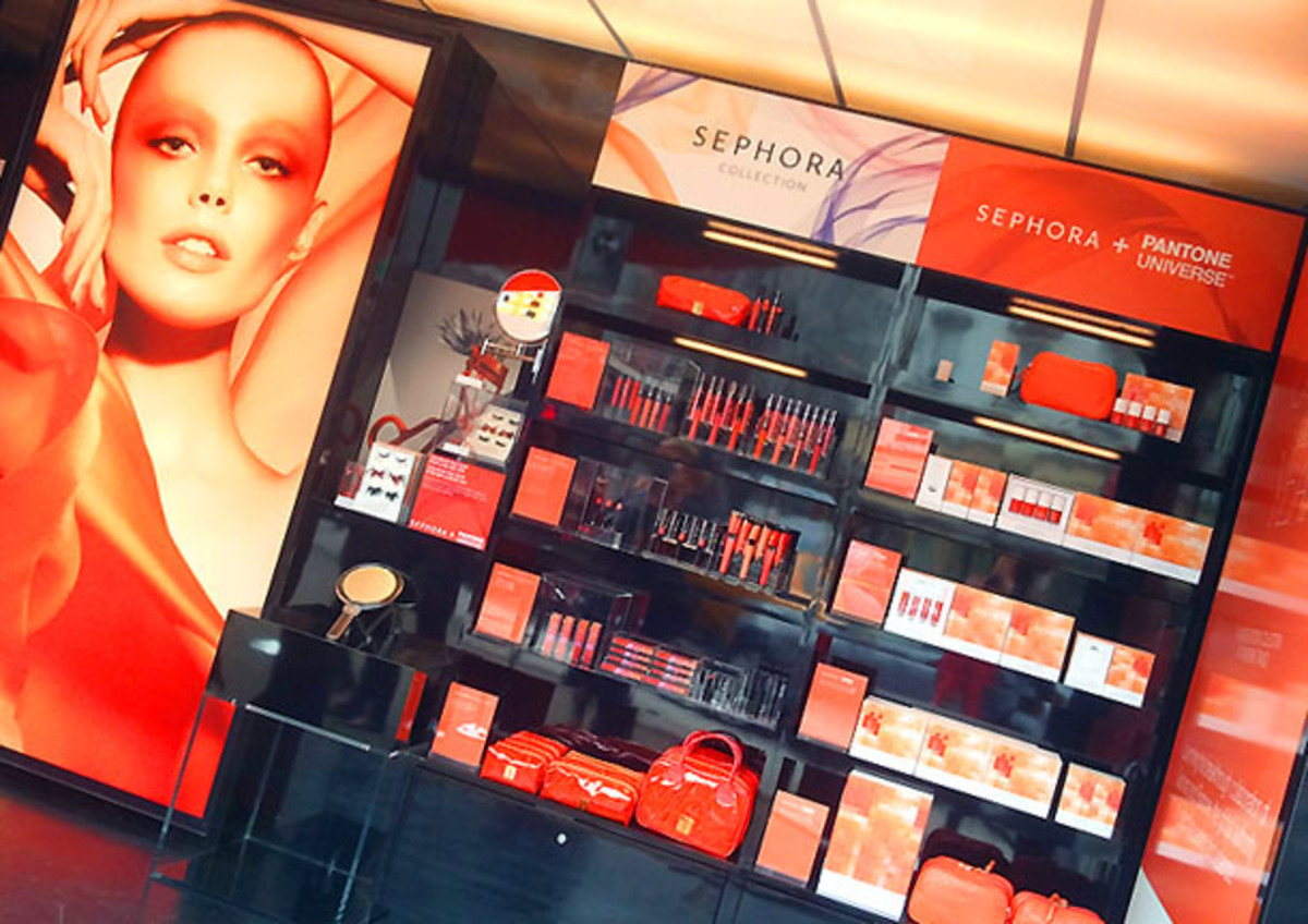 Sephora + Pantone Universe Color of the Year pop-up launch display