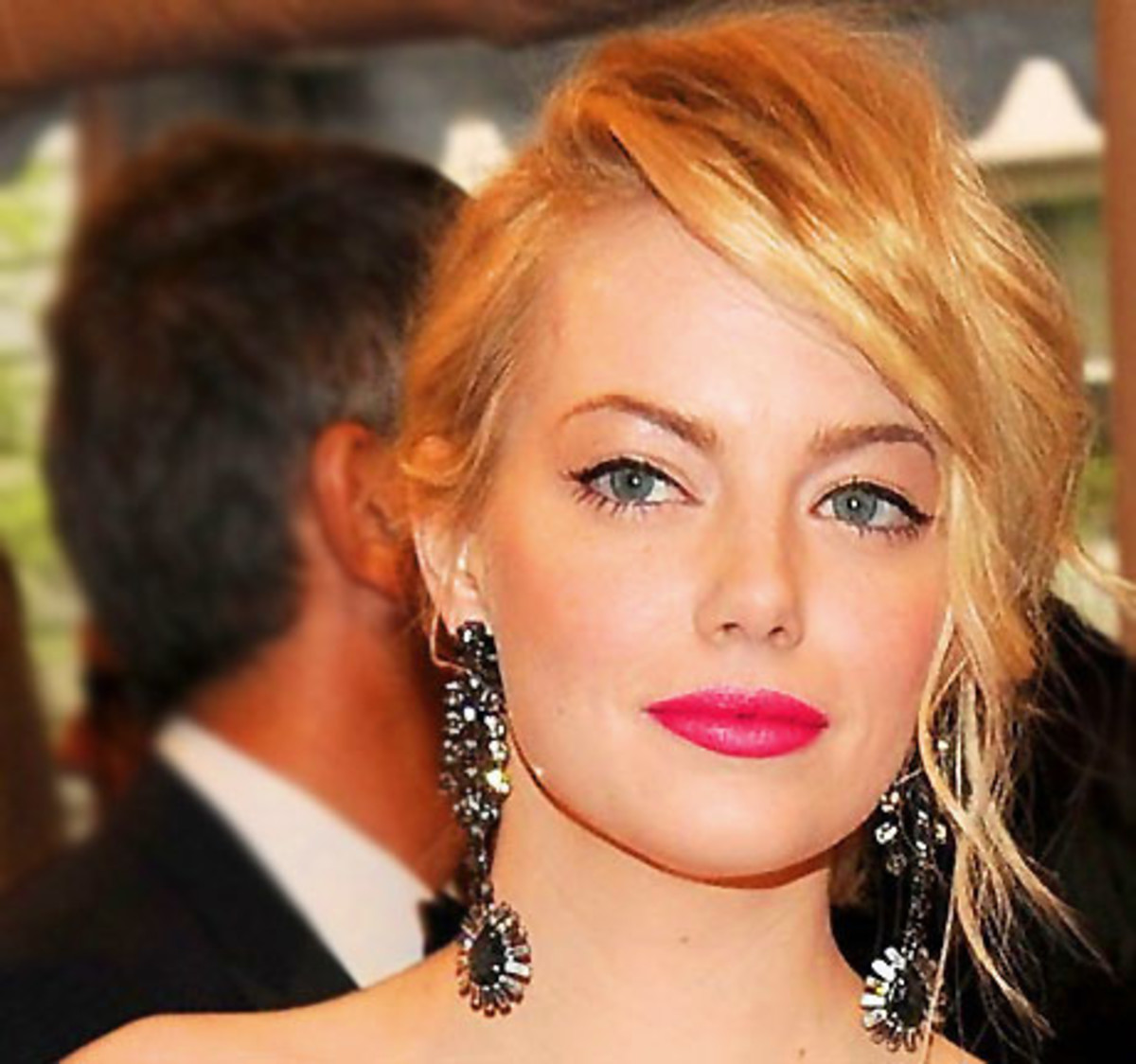 Emma Stone in Nars Pure Matte Lipstick in Carthage