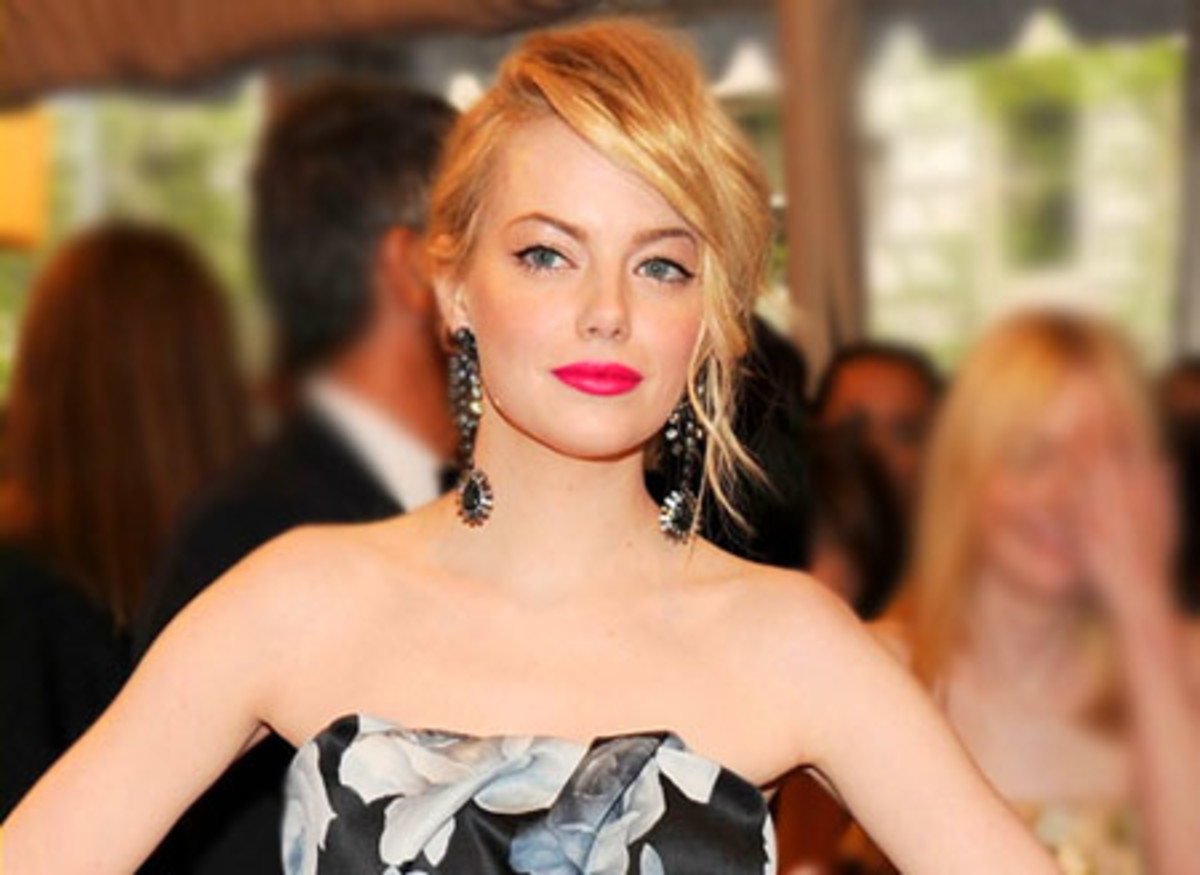 Emma Stone_hot pink lips_black & white Lanvin dress