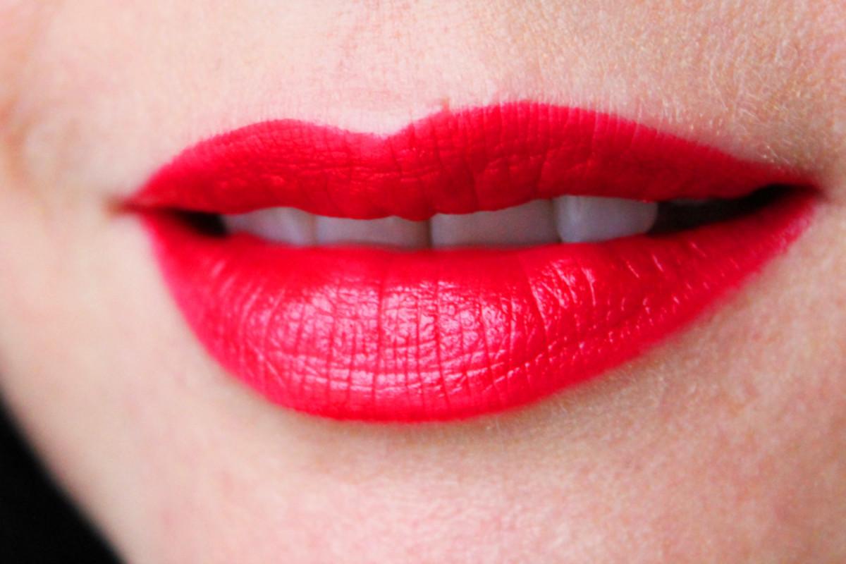 Helmut Red lipstick_swatch