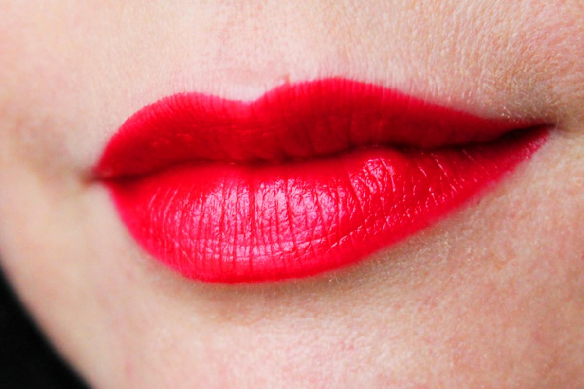 Helmut Red lipstick_swatch2