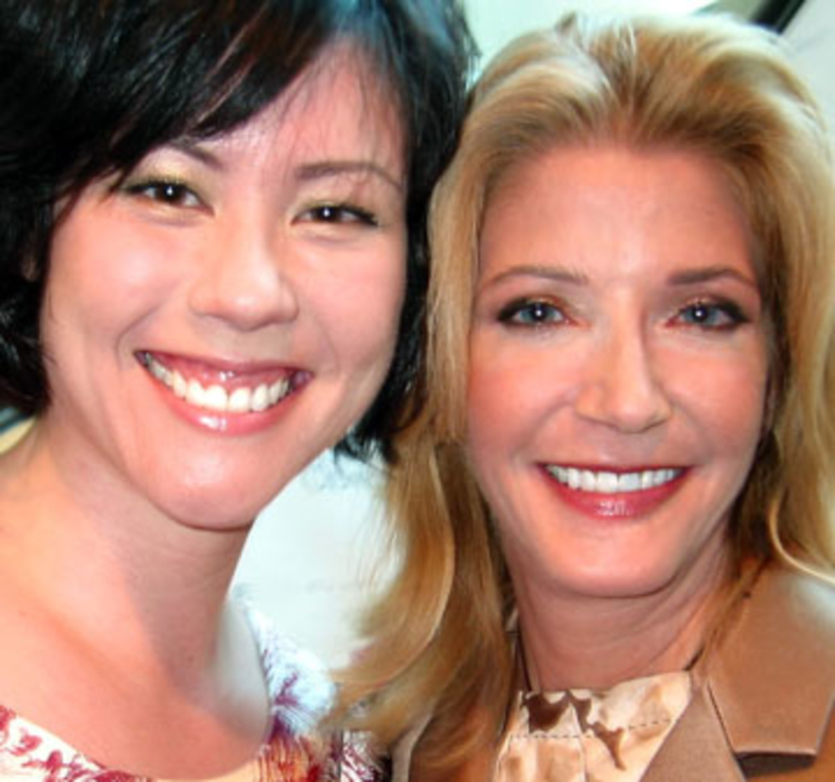 Candace Bushnell (right)