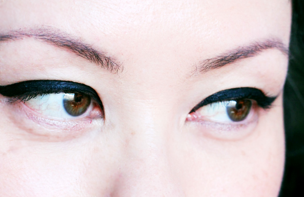 Benefit They're Real Push-Up Liner reviews_wearing the liner