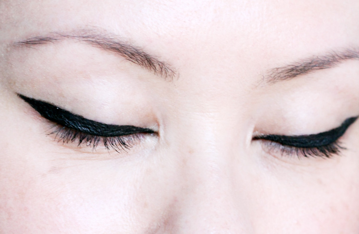 Benefit They're Real Push-Up Liner review_eyes closed