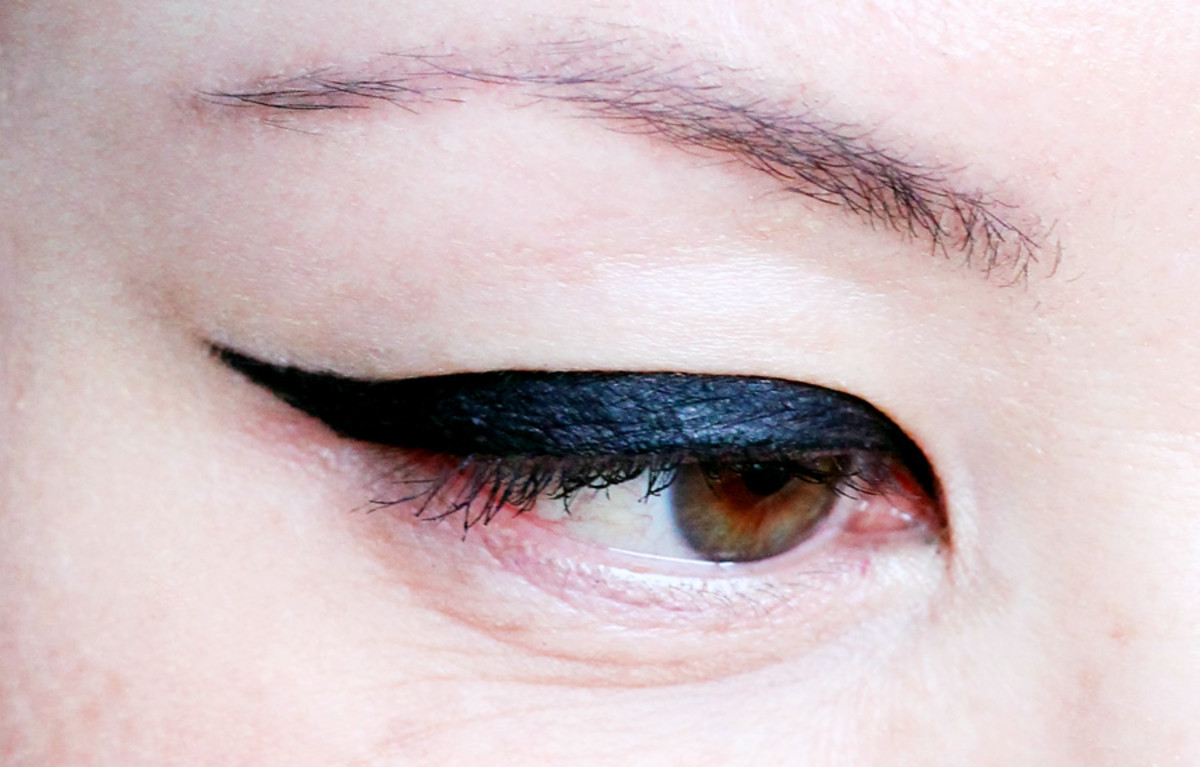 Benefit They're Real Push-Up Liner reviews_just one eye