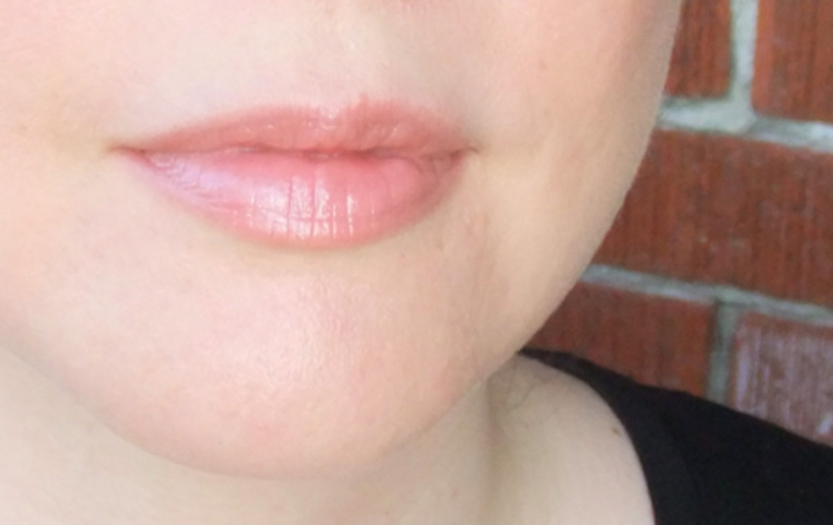 Avon Ultra Color Rich Cool Bliss Lipstick in Nude on Ice