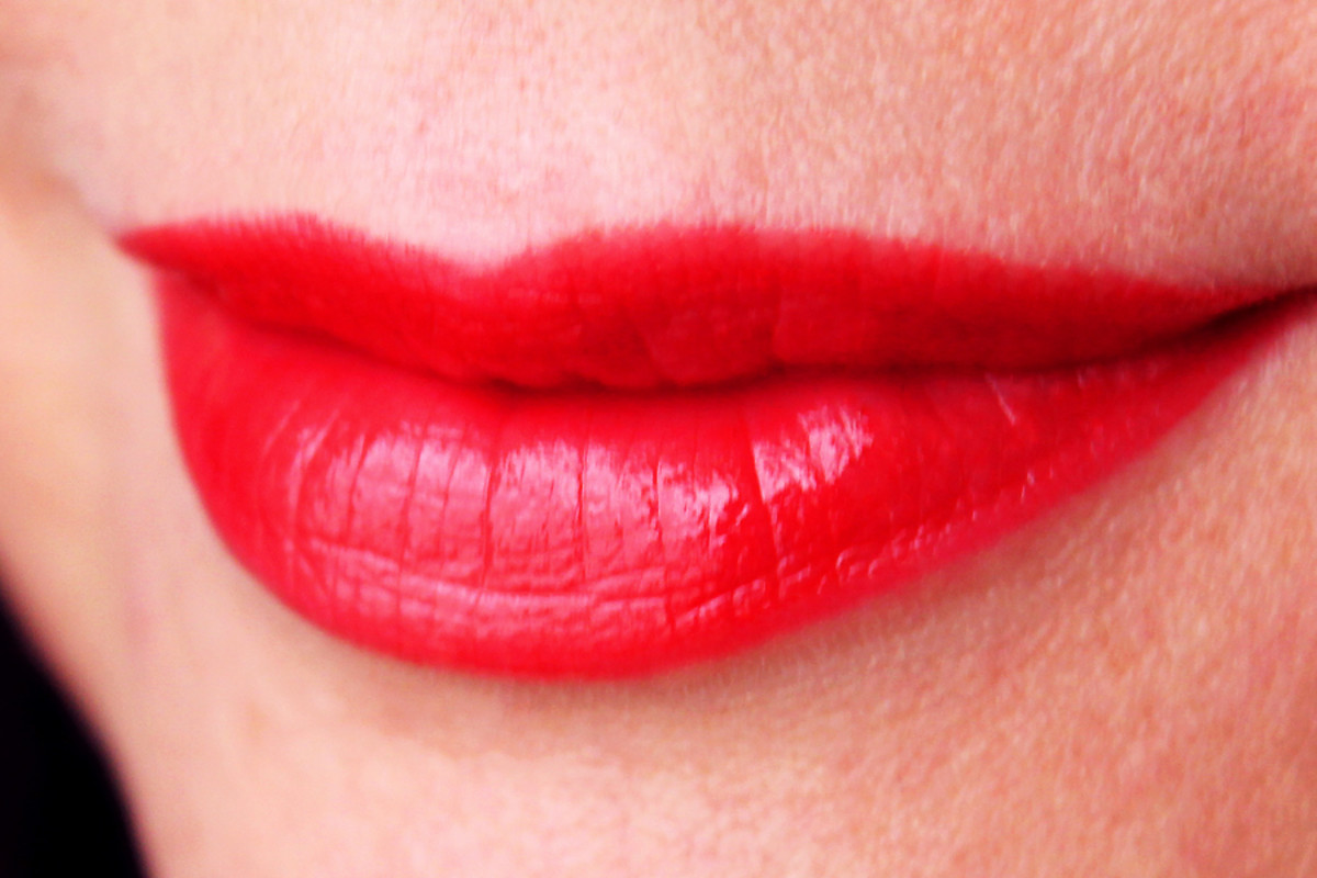 Avon Ultra Color Absolute Lipstick Red Velvet