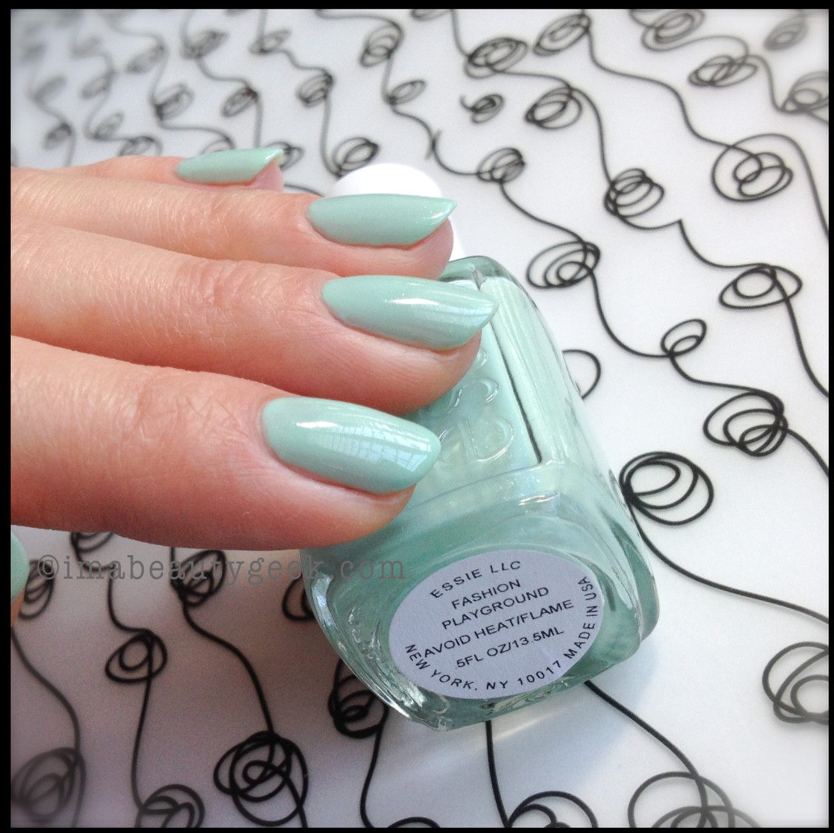 Essie Fashion Playground Hide Go Chic_2