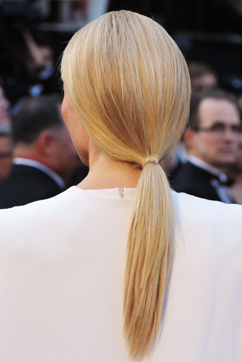 how to smooth bumps out of your hair_Gwyneth Paltrow low ponytail