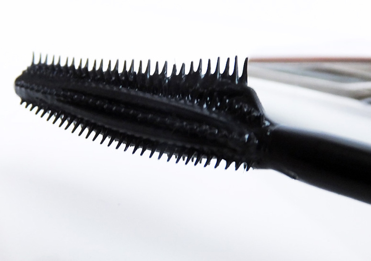 Butterfly mascara brush_side_L'Oreal Paris Voluminous Butterfly mascara