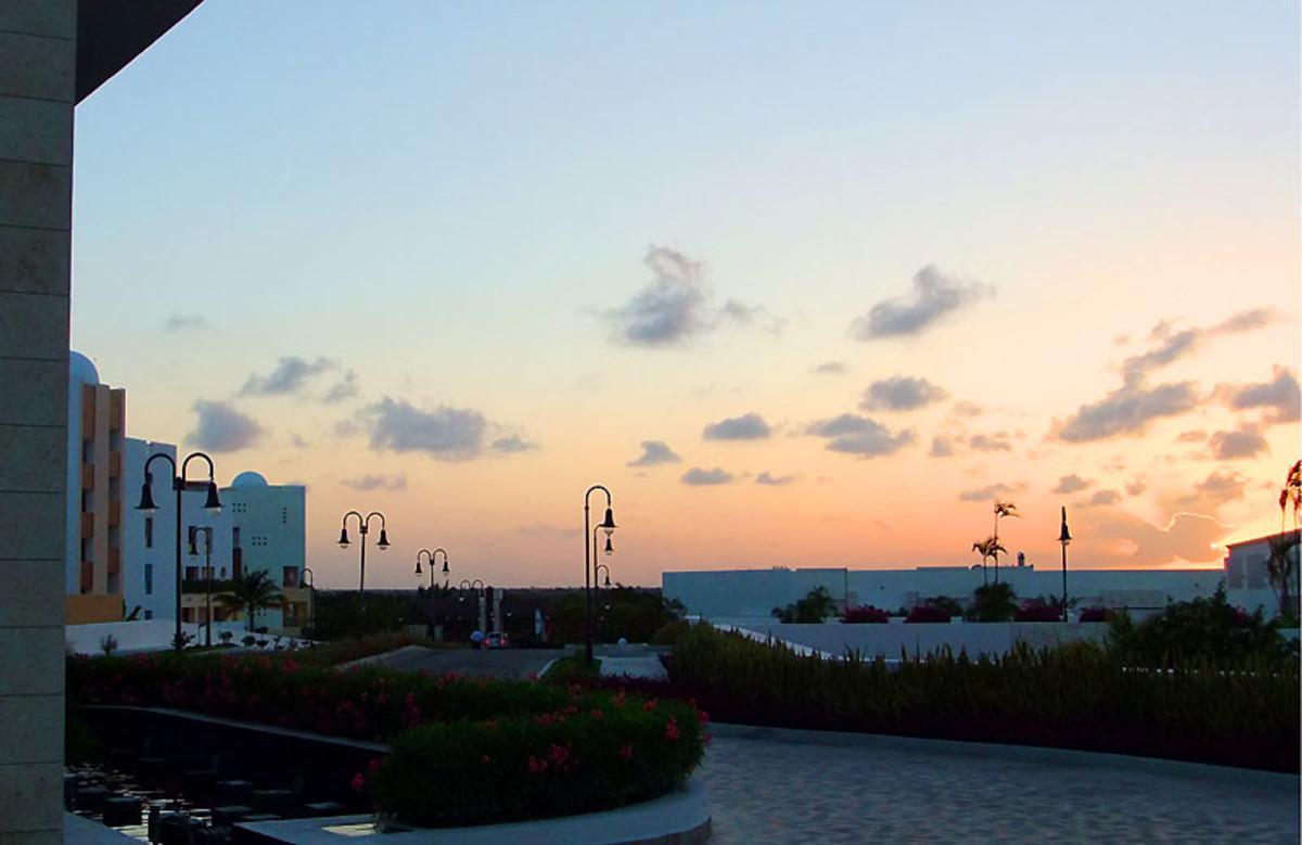 Playa Mujares_hotel driveway