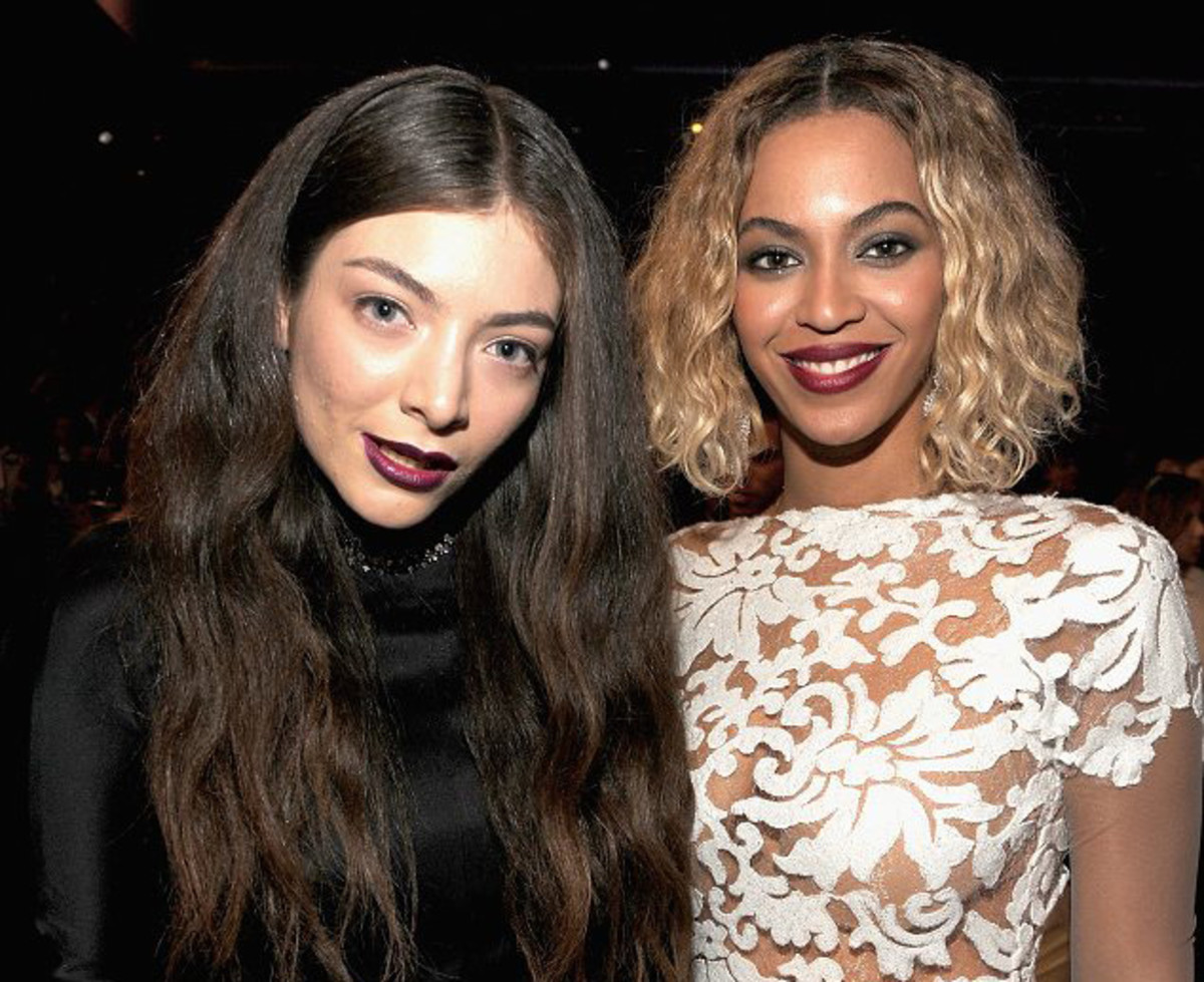 Lorde's lipstick at the Grammys_Lorde lip color_Grammys 2014_Lorde and Beyonce_via dailymail.co.uk.com
