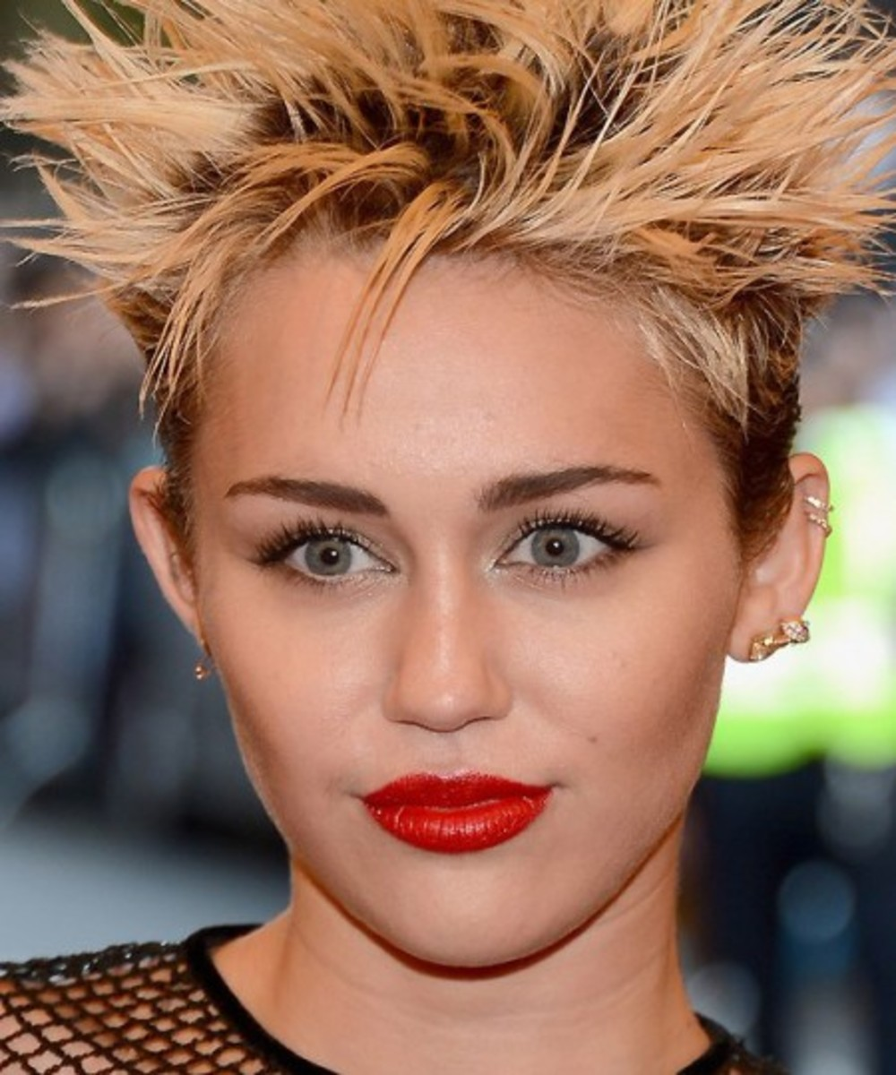 Miley-Cyrus_Met-Ball-2013_justjared-450x540