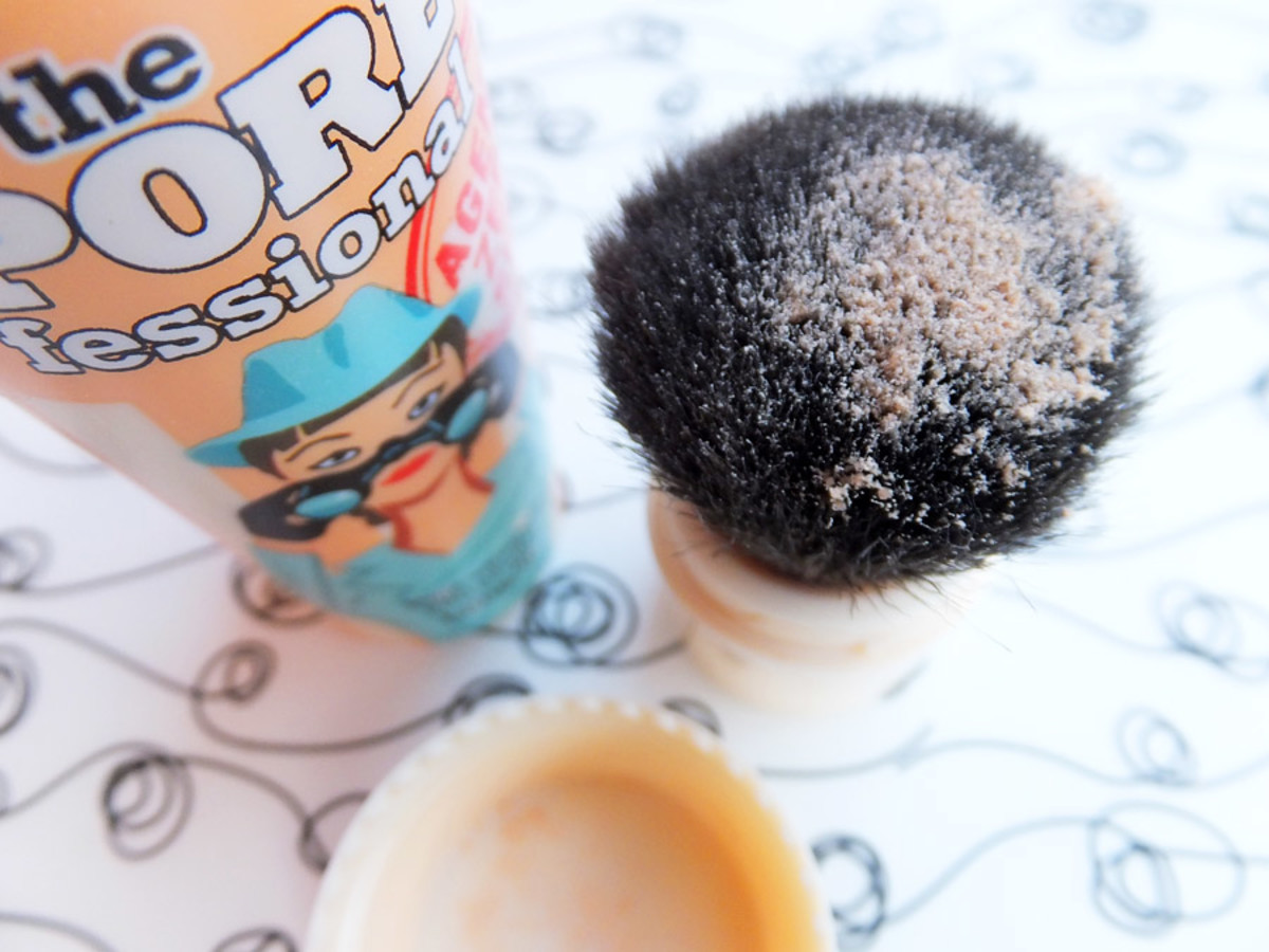 Benefit Agent Zero Shine Shine-Vanishing Pro Powder_brush and powder and lid