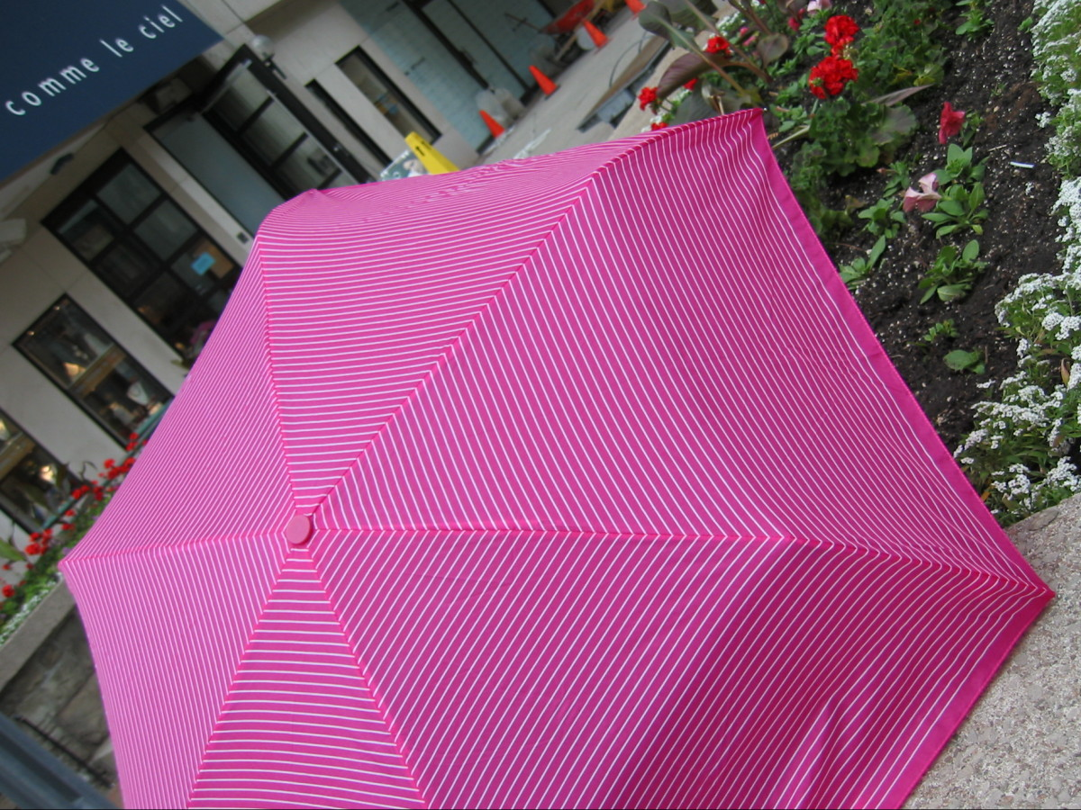 pink striped H&M umbrella ella-ella-ella