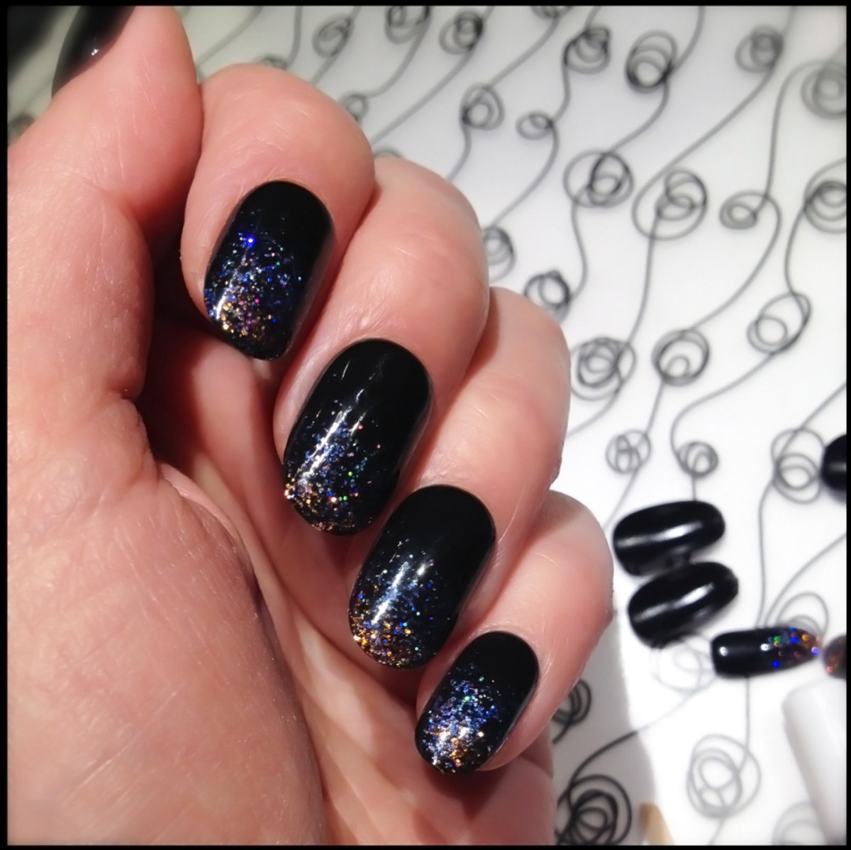 Kiss Gel Fantasy Ready-to-Wear Gel Nails_Painted Veil swatch