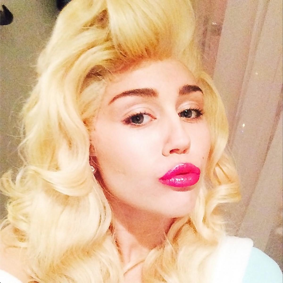 MAC Viva Glam Miley Cyrus_Miley Cyrus instagram