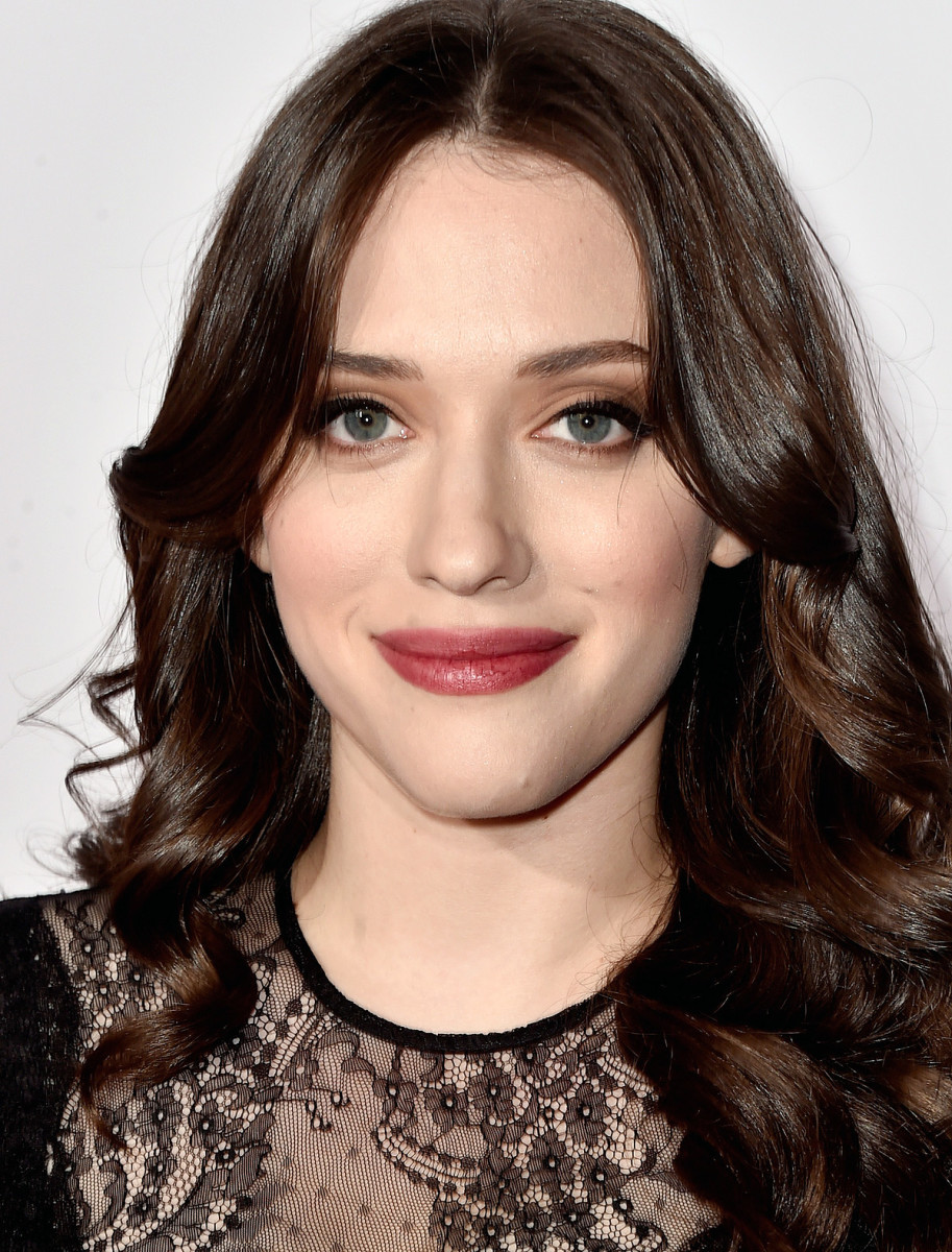 Kat Dennings at The People's Choice Awards 2015; modern romantic makeup by Lauren Andersen, global celebrity makeup artist for Avon