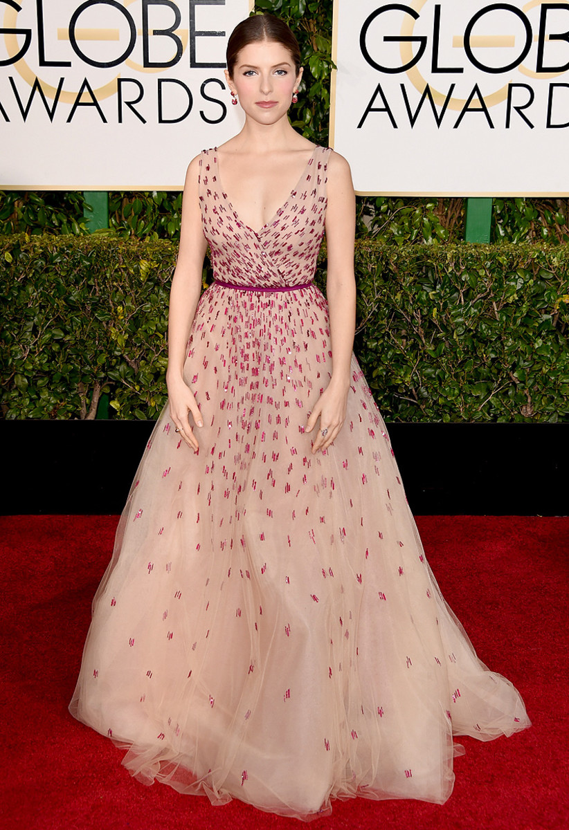 Anna Kendrick wears Monique Lhuillier at the Golden Globes 2015
