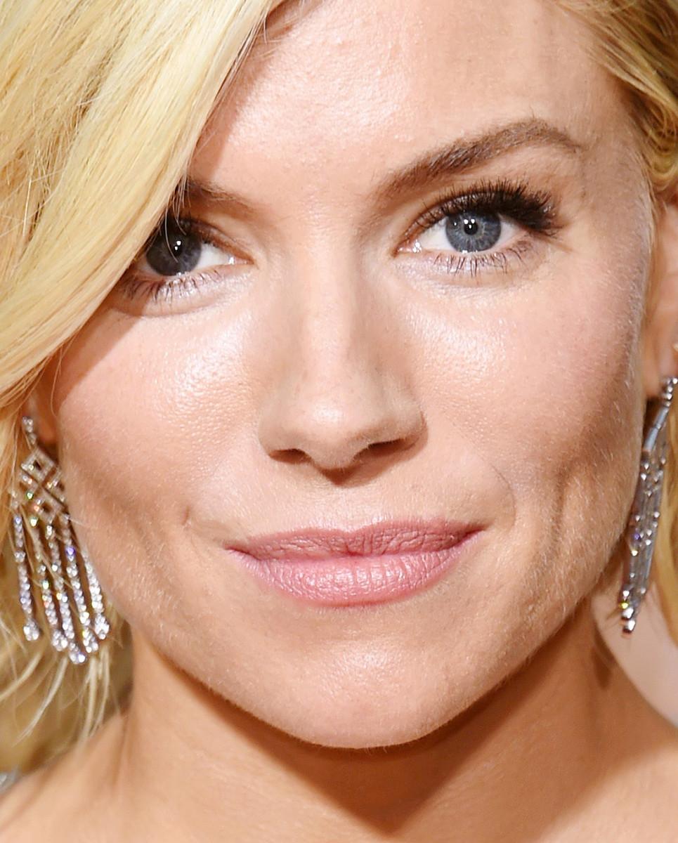 Sienna Miller makeup Golden Globes 2015_makeup by Charlotte Tilbury