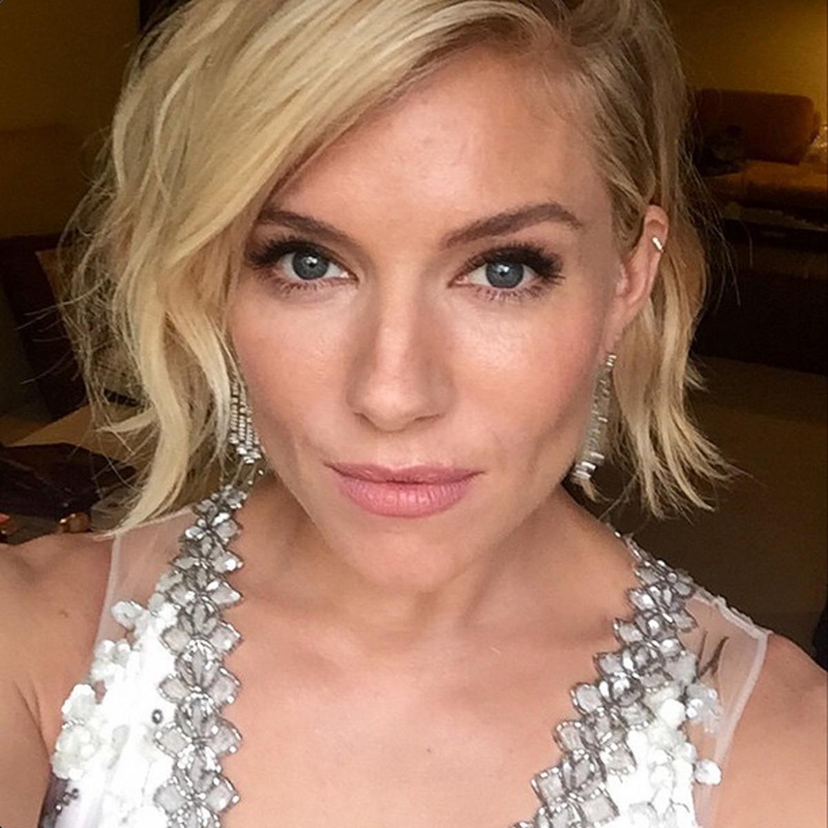 Sienna Miller Golden Globes makeup by Charlotte Tilbury via instagram/ctilburymakeup