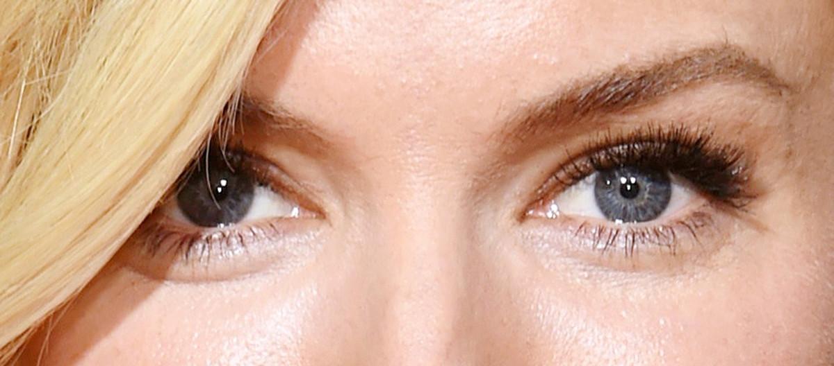 Sienna Miller eye makeup closeup_Golden Globes 2014_makeup by Charlotte Tilbury