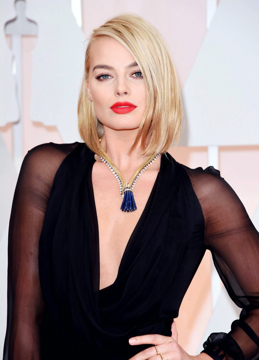 Hot Margot Robbie on the Oscars 2015 red carpet, killing it in Saint Laurent, vintage Van Cleef & Arpels and that red lip