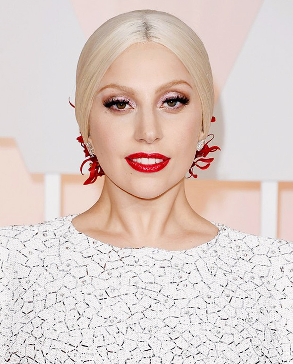 Lady Gaga exact eyeshadow and lip colour at the 2015 Oscars_makeup by Sarah Tanno and NARS