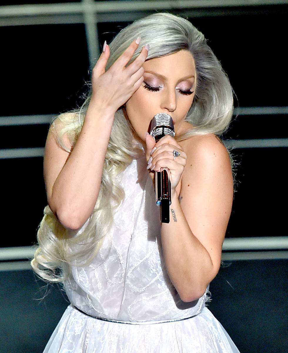Lady Gaga performs a tribute to The Sound of Music at the 2015 Academy Awards_exact eyeshadow she wore