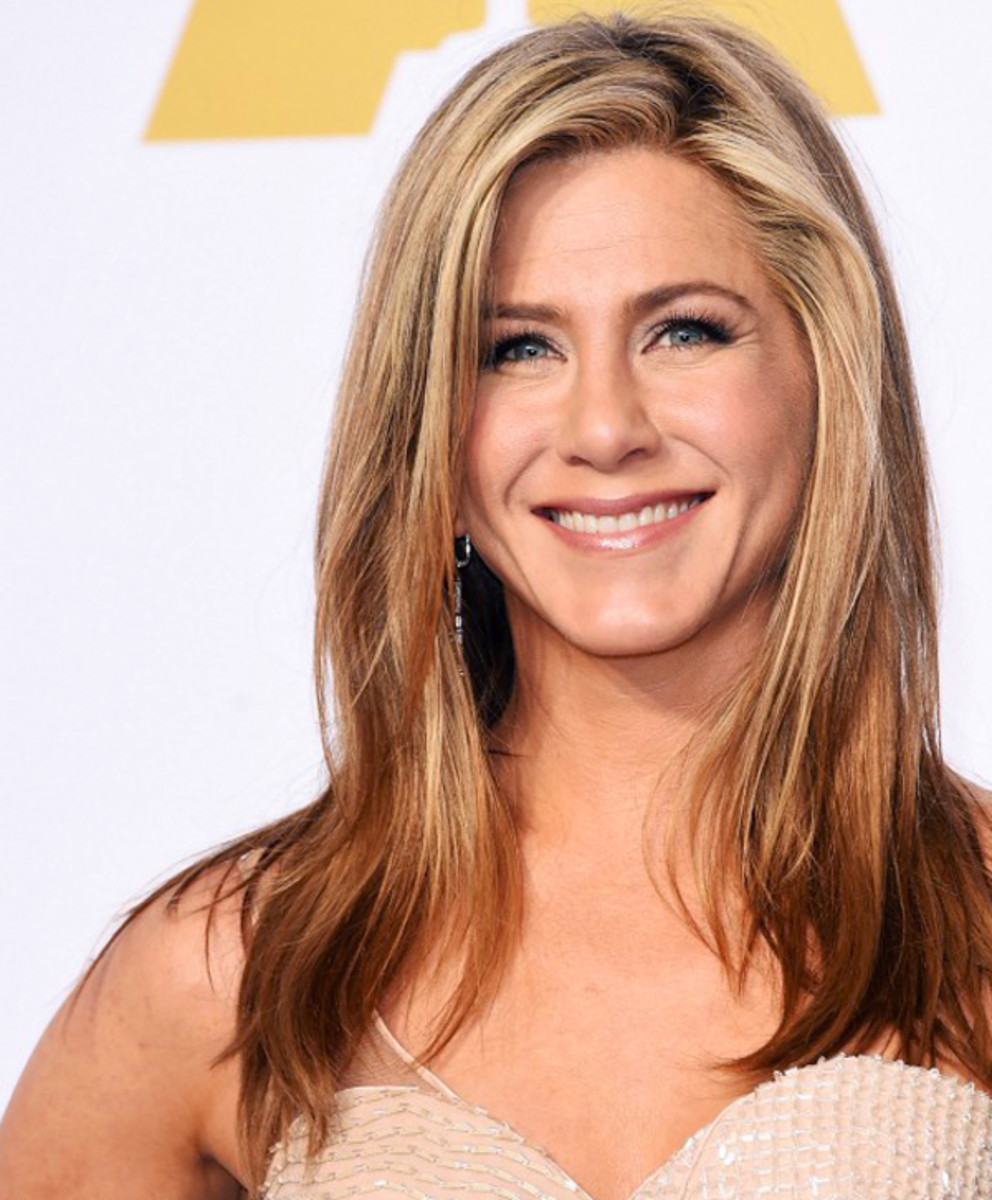 Aveeno celebrity ambassador Jennifer Aniston at the 2015 Oscars_makeup by Angela Levin