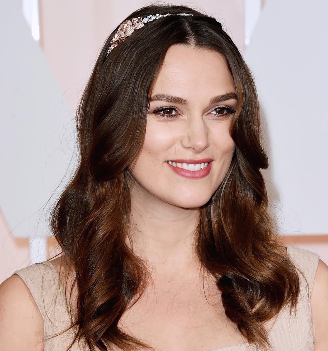 Keira Knightley 2015 Oscars makeup and headband