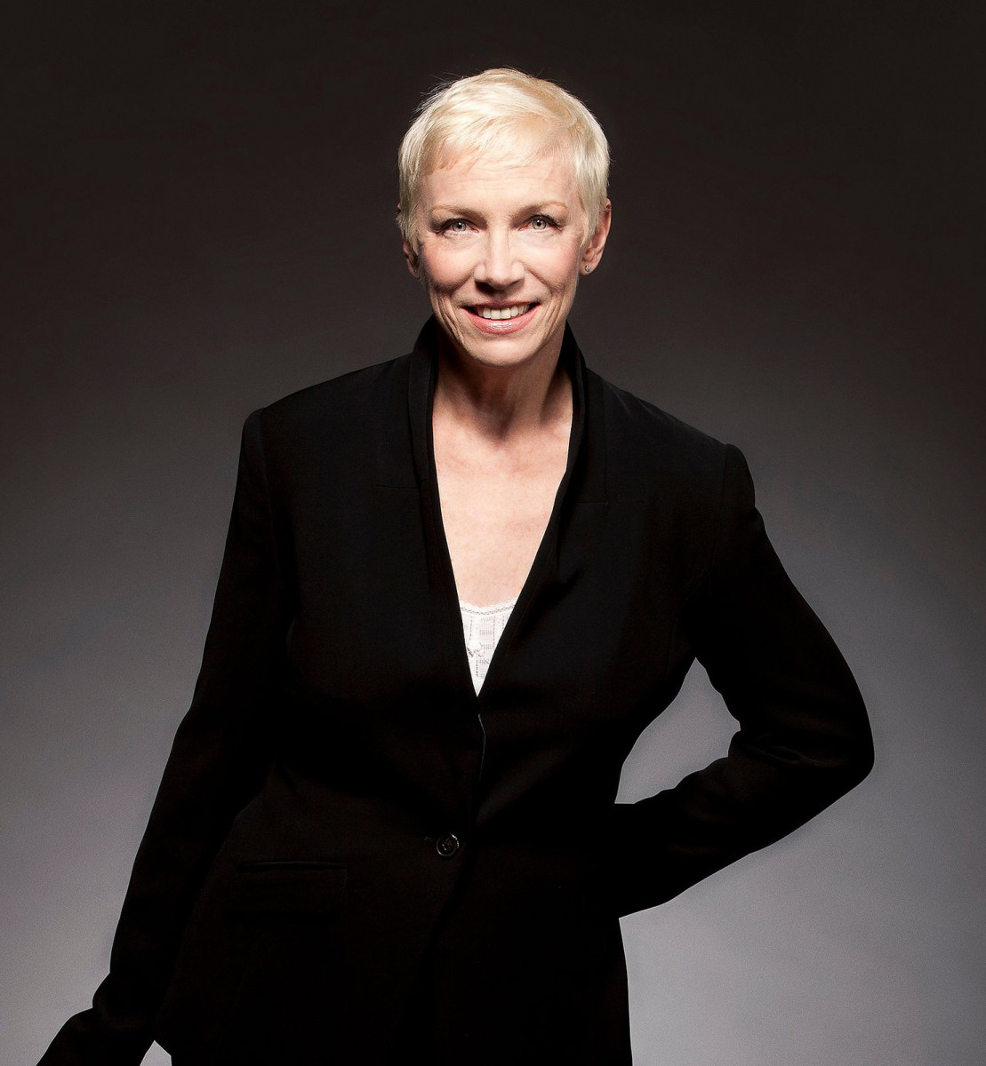 Annie Lennox no retouching please_Photo by Robert Sebree 2014-La Lennoxa ltd via eurythmics-ultimate.com