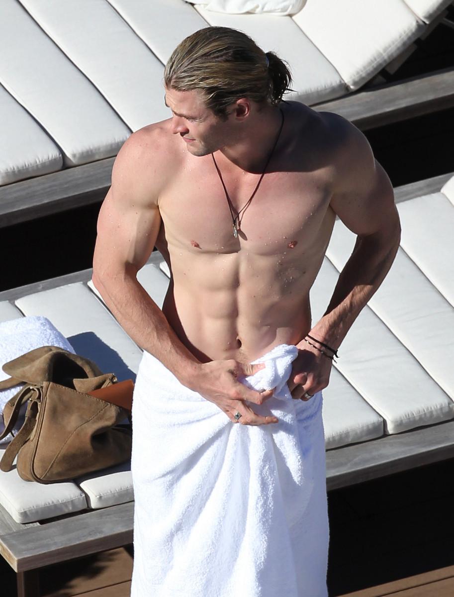 Chris Hemsworth_Biore Charcoal Bar_skin tingles